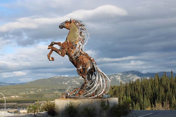 http://meetingsyukon.com/wp-content/uploads/2012/12/whitehorse-horsestatue_IMG_4971.jpg